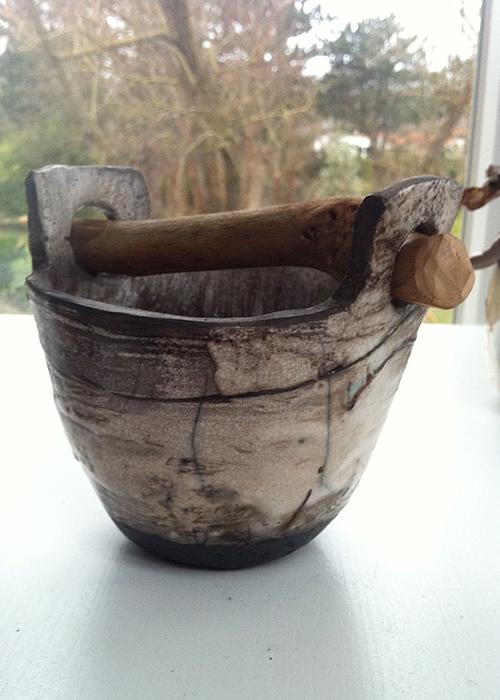 Hoge schaal met hout - Raku gestookt - Kittie Markus