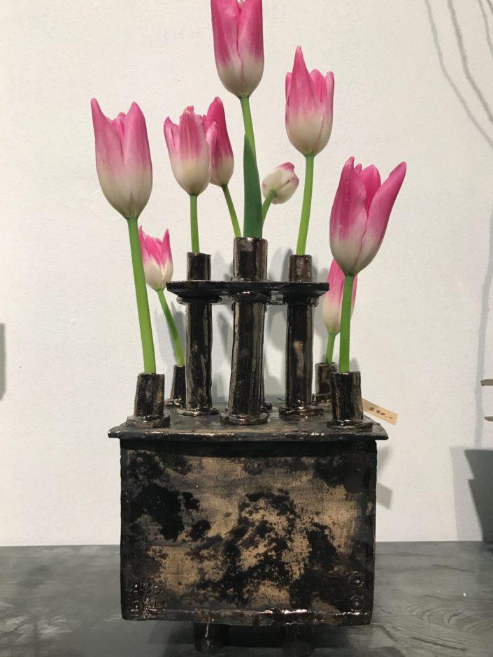 Tulpenvaas - Fijne chamotte met metaal effect glazuur - Kittie Markus
