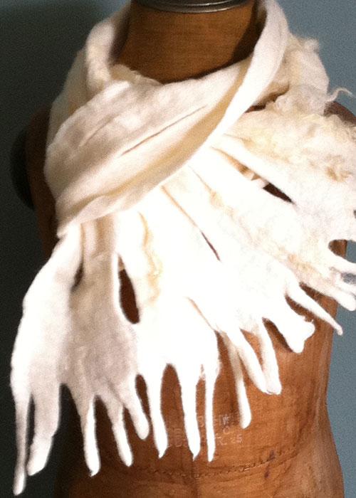 IJspegel sjaal, gevilt van de vacht van een merino schaap - Kittie Markus